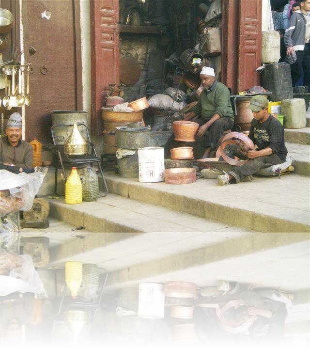 I lavoratori delle piccole botteghe presenti nei mercati