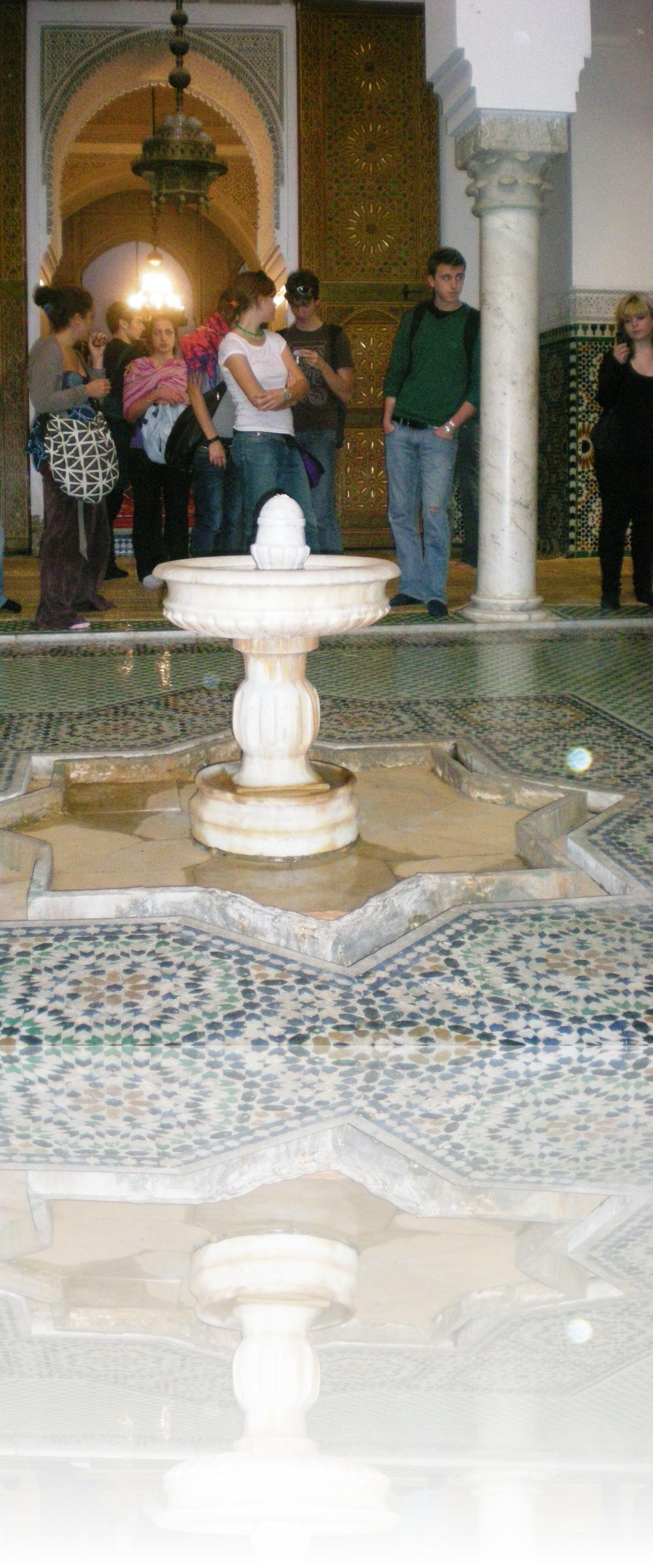 L\'interno di una piccola moschea nella medina
